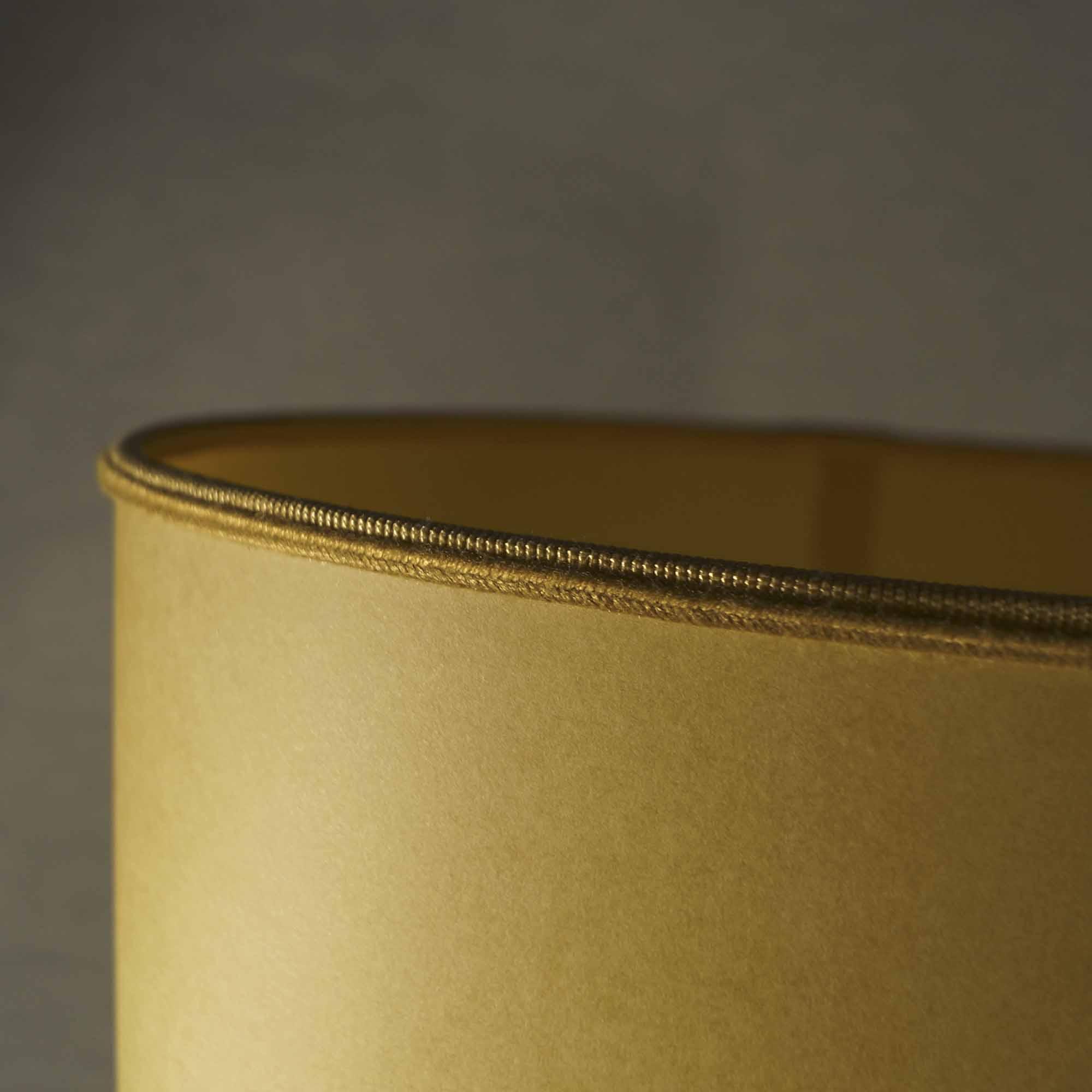 lampada gialla con vaso