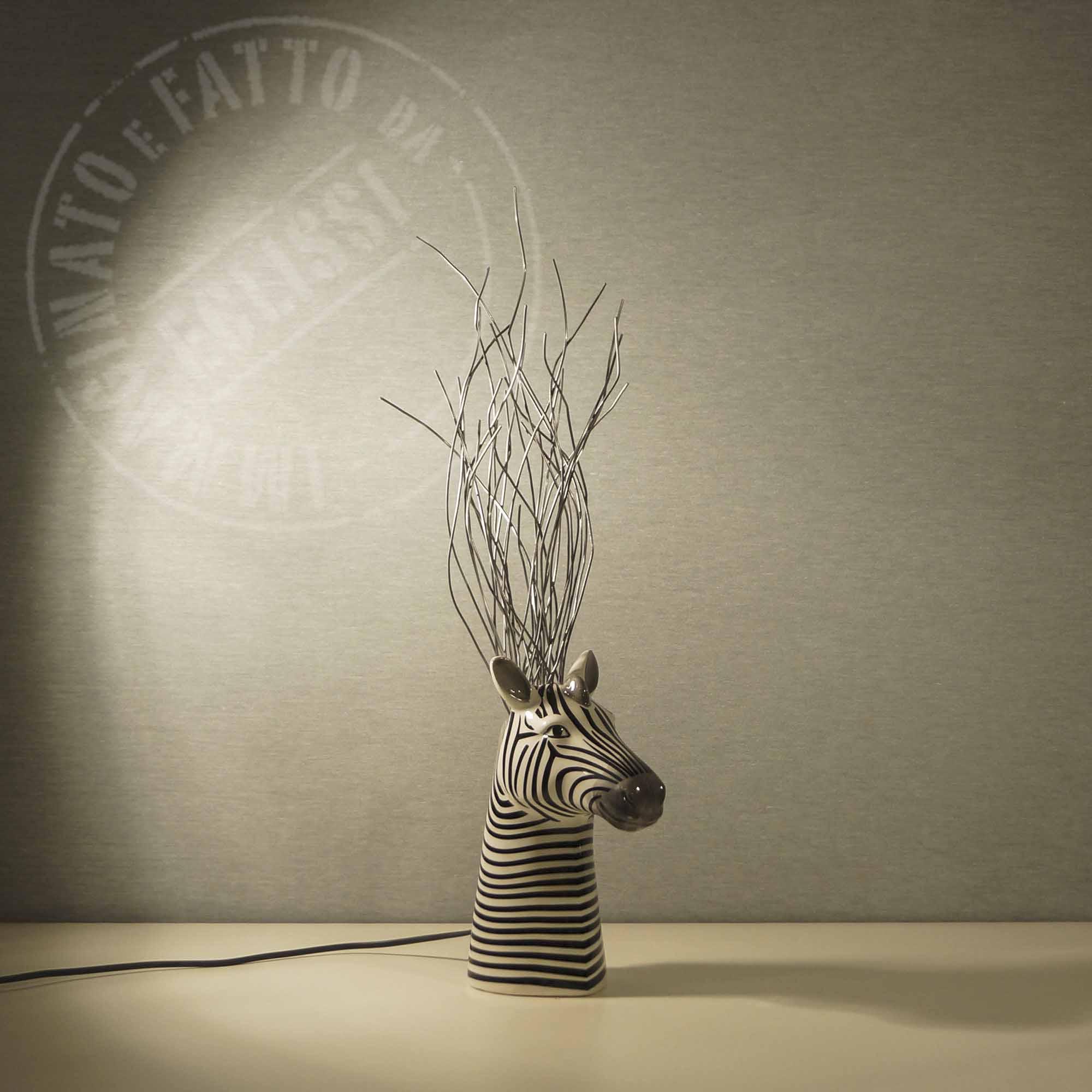 Lampada zebra con fili di metallo