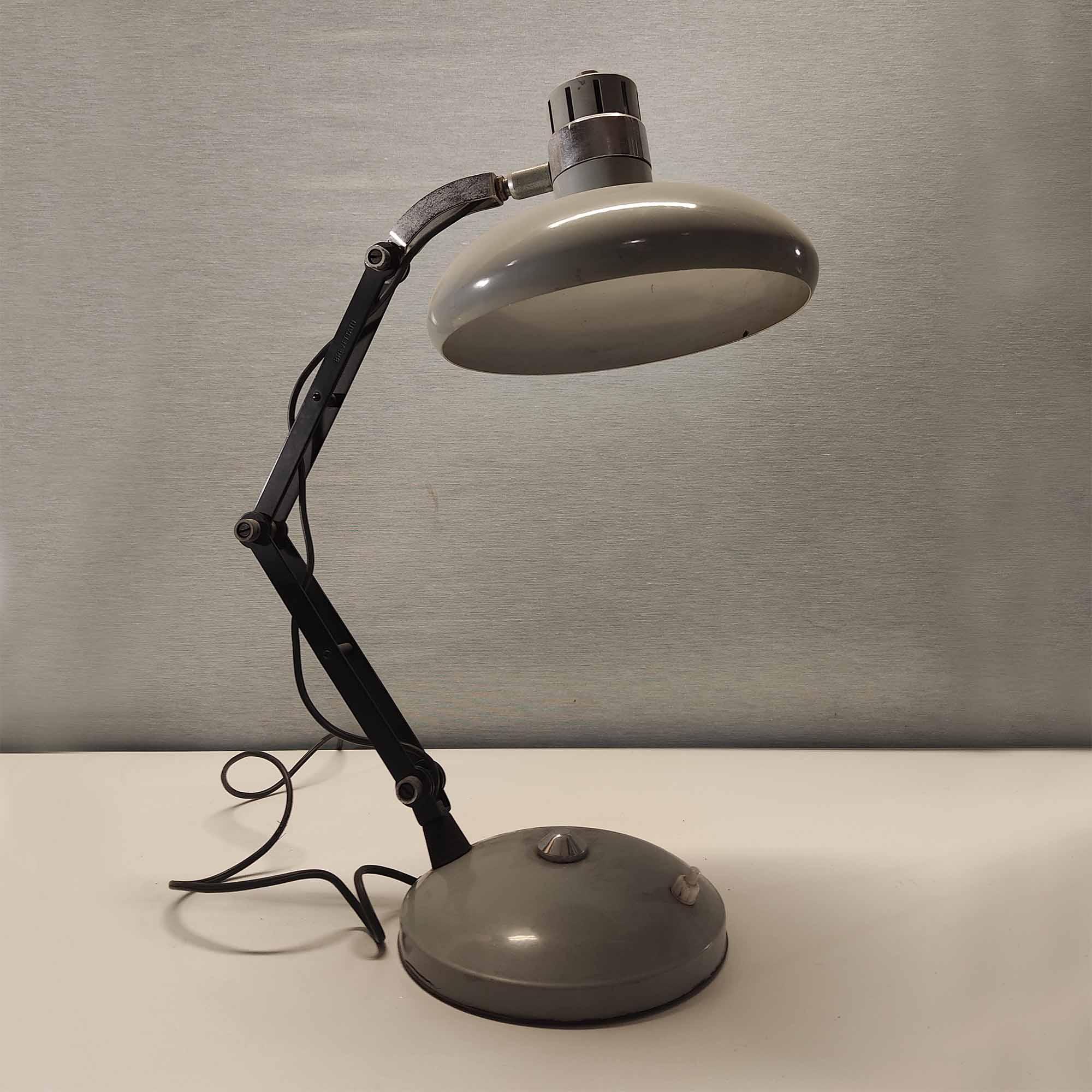 Lampada da tavolo anni '60 in ferro e alluminio laccato