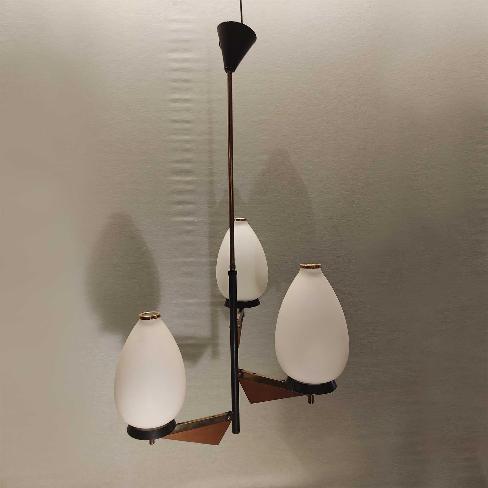 Lampadario in metallo laccato nero legno e vetro anni '60